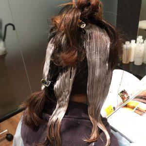 ちょっとしたアクセントでヘアカラー&ヘアスタイルを楽しく!ポイントブリーチ&美髪カラー2 国立市FEEL Hair